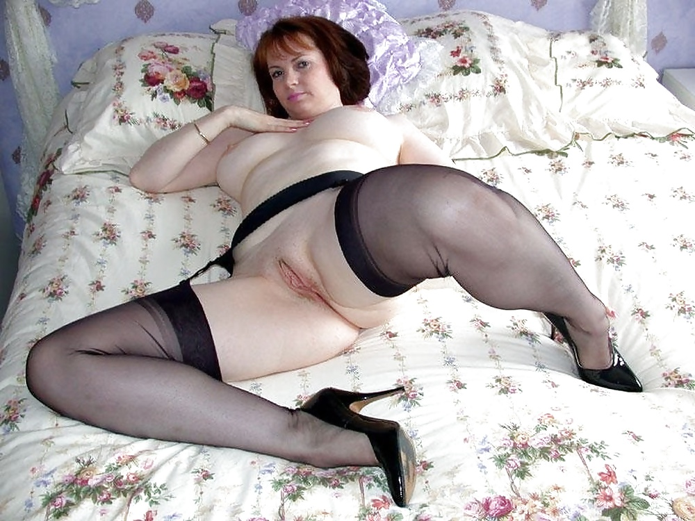 Mature woman sucking cock video