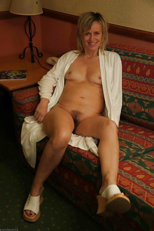 Mature nude amateur woman